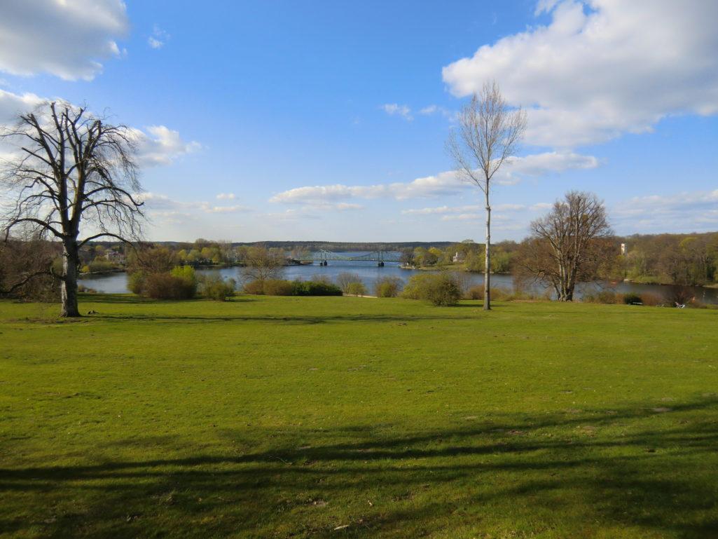 Park Babelsberg Blick zur Glienicker Brücke